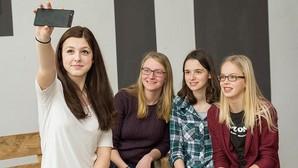 El 50% de los jóvenes de 18 a 24 años se hacen al menos un selfie a la semana