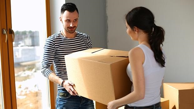 A pesar del estrés y la impaciencia por acabar una mudanza, los objetos deben cargarse con cuidado