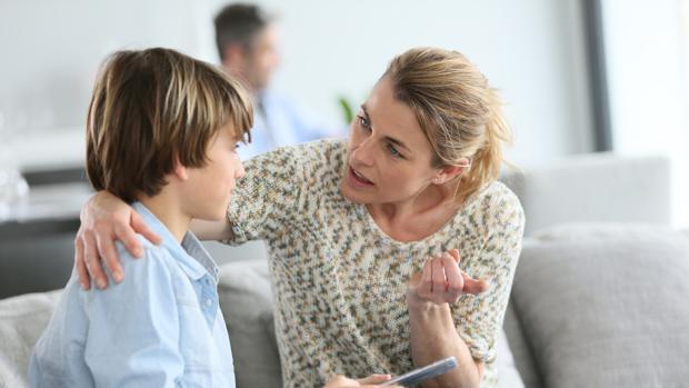 Resultado de imagen para padres hablando con hijos