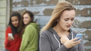 Adolescente española y de familia tradicional acosada por WhatsApp, así son el 70% de las víctimas de ciberbullying