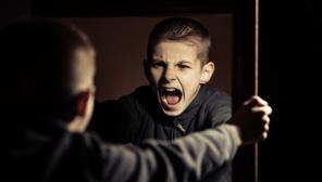 «Algunos padres educan monstruitos, pequeños salvajes»