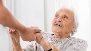Los cuidadores hacen una labor que aún está pendiente de reconocimiento