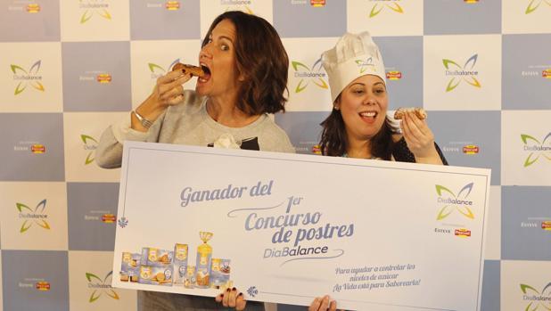 Vallejo-Nájera junto a Estela Sanzari, ganadora del concurso de postres DiaBalance