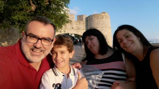 Miguel Ángel Orquín, con su familia al completo