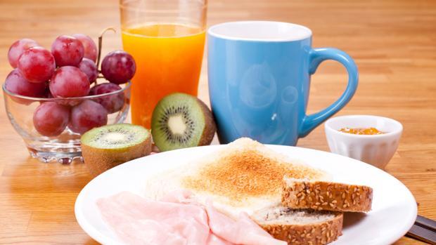 El 15,5% de los niños en España desayunan solo leche, agua o zumo