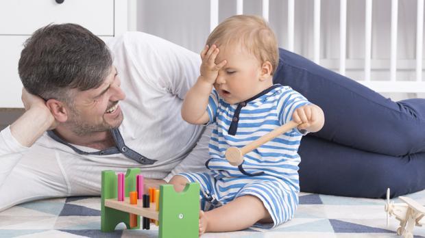 Los padres actuales juegan con sus hijos mucho más que sus antecesores