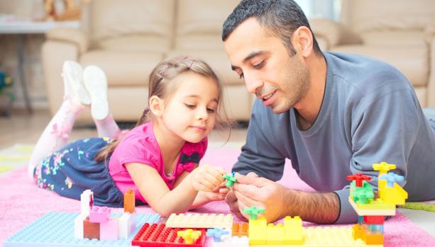 «Jugar en familia refuerza la seguridad y la autoestima de los niños»