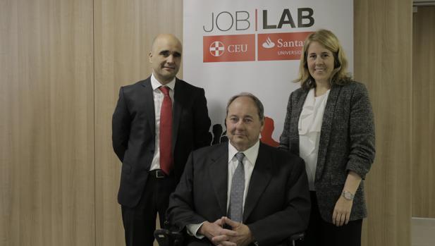 David Laguna, director de Santander Universidades, Javier Gutierrez del CEU y Beatriz Sevillano de Universia