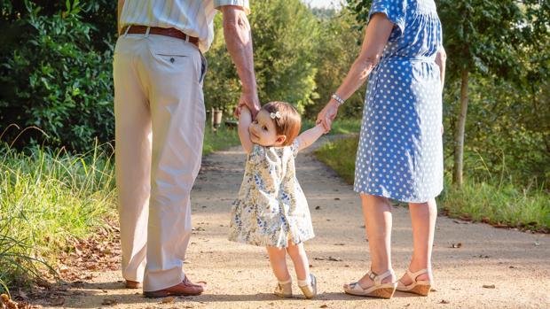 Solicitan desgravaciones fiscales para los abuelos que se ocupan de sus nietos