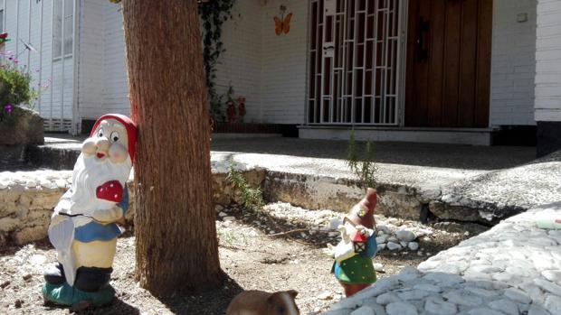 Aspecto que ofrecía ayer la entrada de la guardería de Aravaca donde tuvo el accidente la niña fallecida