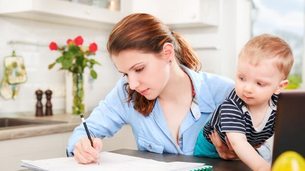 El 53% de las españolas afirman que ser madre les ha impedido una mayor proyección profesional