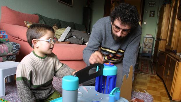 Bruselas propone ampliar el permiso de paternidad hasta los cuatro meses