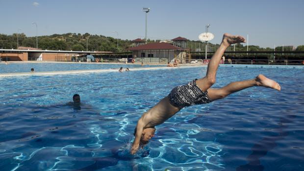 Apertura de piscinas disfruta del ba o sin incidentes for Piscinas municipales madrid 2017