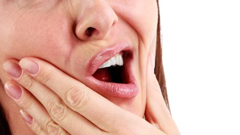 Nueve urgencias dentales muy comunes y c mo actuar hasta que vas al dentista - Como alinear los dientes en casa sin brackets ...