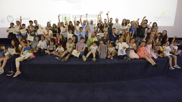Imagen de la clausura en la que los participantes del programa expusieron sus cortometrajes en un a sala de cine de Madrid