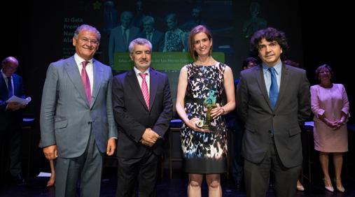 María Aranzazu de las Heras en el momento de recibir su premio