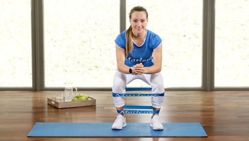 Cambia tu cuerpo en casa con estos 6 ejercicios de banda elástica