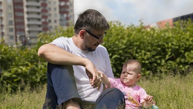 El modelo de paternidad tradicional evoluciona a uno más complejo y multidimensional