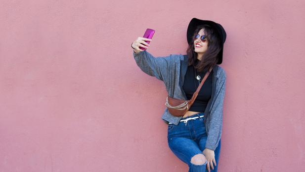 El drama que esconden los adolescentes obsesionados por los «selfies» en las redes sociales