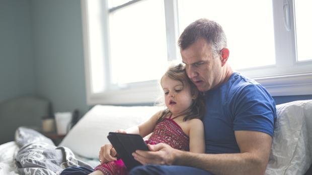 Un 73% de los menores ha utilizado alguna vez el móvil durante la madrugada en días de colegio