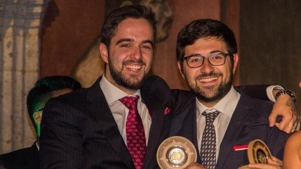 Antonio Fabregat (a la izquierda) y Javier de la Puerta, tras recibir el premio de Campeones del Mundo en México