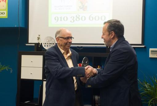 El psiquiatra Alejandro Rocamora recoge el PPremi «Te lo mereces»