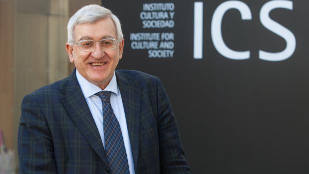 Pierpaolo Donati frente al Instituto Cultura y Sociedad de la Universidad de Navarra