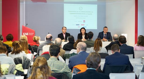En la imagen, (Izqda. a Dcha.), el director de la EAE, la viceconsejera de Políticas Sociales y Familia de la Comunidad de Madrid, y el presidente de Arhoe