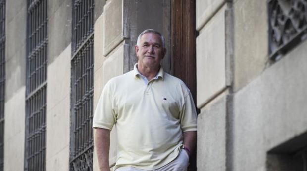 Zuazo en la puerta de la sede de la FEFN de Madrid