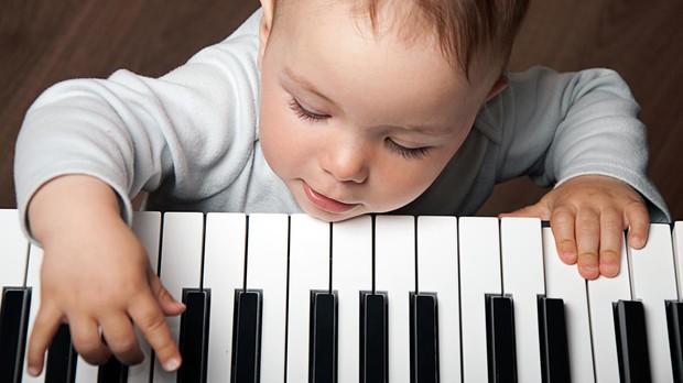 La música aumenta la memoria y la capacidad de concentración de los bebés.