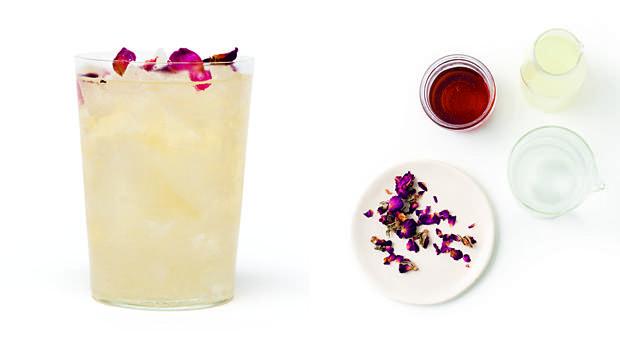 Agua de rosas lactofermentada, una de las bebidas probióticas que propone el libro de Caroline Hwang.