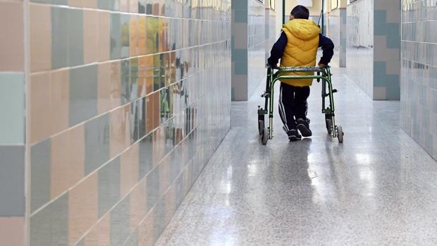 Alvaro, niño con discapacidad motora escolarizado en el Colegio Julio Coloma de Sevilla