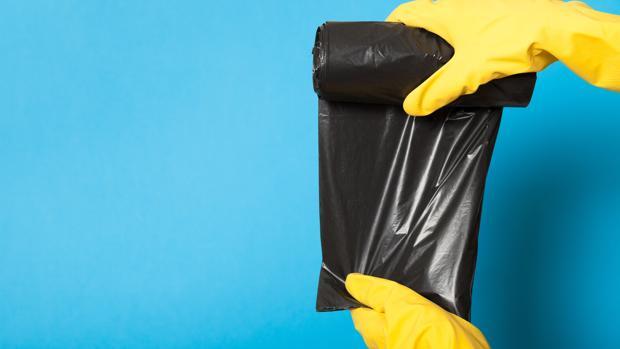 ¿Cuánto tiempo dedicas a colocar la bolsa de basura en el cubo?