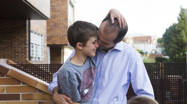 Álvaro y su hijo Alvarete, que padece una enfermedad rara