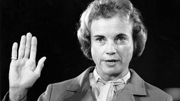 Sandra Day O'Connor tomando posesión de su cargo