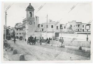 Al fondo la Torre del Reloj y la Capillita del Carmen