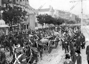 Entierro del general Loño - comitiva por la calle de Alcalá