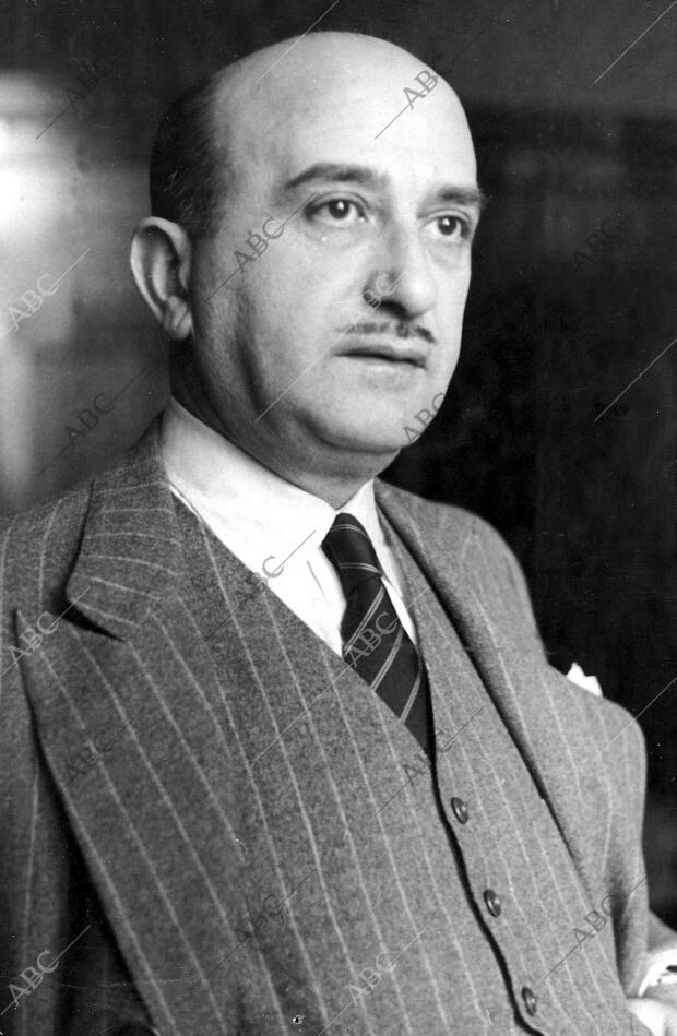 Luego Fue director de Abc de Sevilla de febrero del 1937 A febrero de 1939)  - Archivo ABC