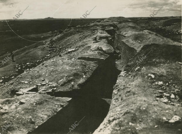 Trinchera de los nacionales en el cerro Basurero, en el barrio de Usera -  Archivo ABC