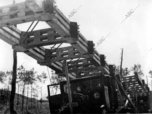 Puentes a medida siendo transportados, para ser colocados sobre el portillo...