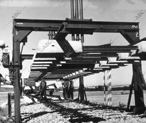 Tendido de vía con Parejas previamente Armadas en el ferrocarril Baeza -...