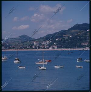 San Sebastián, 1962 (CA.). Puerto de San Sebastián. Vistas del Monte Igueldo
