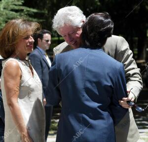 El presidente del gobierno Jose María Aznar y su esposa Ana Botella, reciben al...