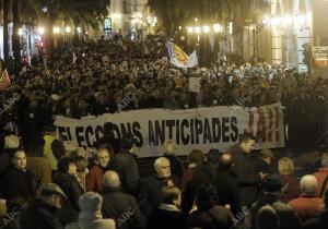 Multitudinaria marcha en Valencia en protesta por el cierre de Radiotelevisión...