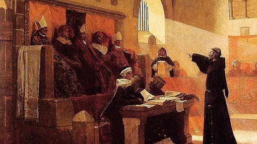 Un diácono se dirige a un tribunal eclesiástico