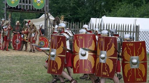 Recreación histórica en Pram (Austria) representando el avance de una legión romana
