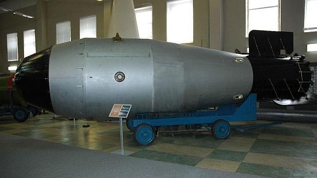 Fotografía de una bomba atómica del tipo Bomba del Zar