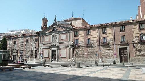 Fachada principal del Monasterio de las Descalzas Reales, en la Plaza de las Descalzas de Madrid