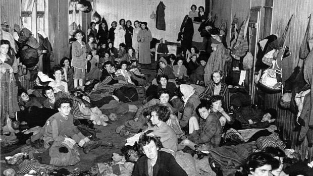Un barracón femenino del campo de concentración de Bergen-Belsen