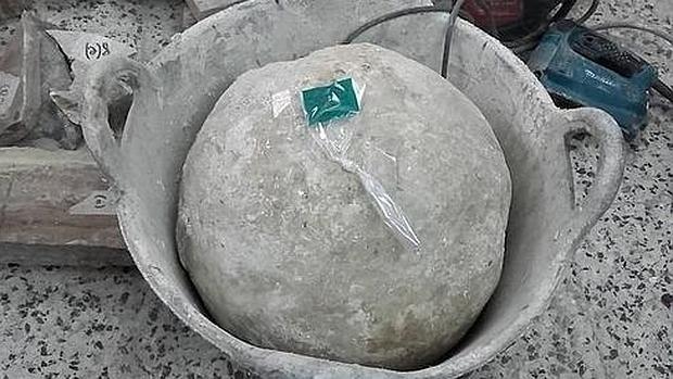 El bolaño encontrado durante las obras en la parroquia de Santiago